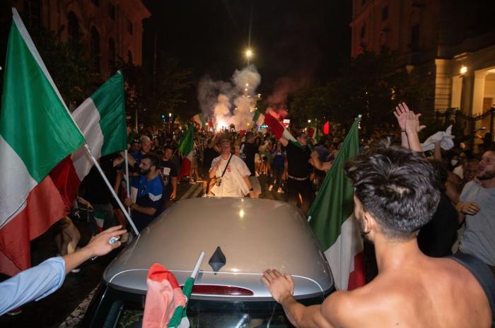 """Explozie de bucurie pe străzile din Italia, după ce """"Squadra Azzura""""a câștigat EURO 2020"""