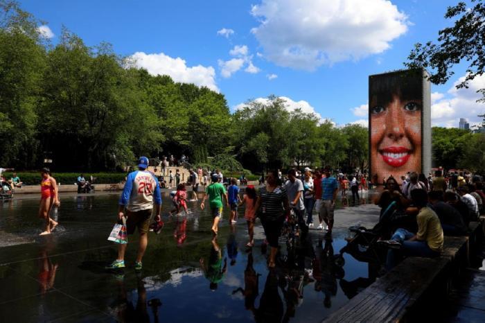 """Parcul """"Crown Fountain la Millennium"""" din Chicago"""