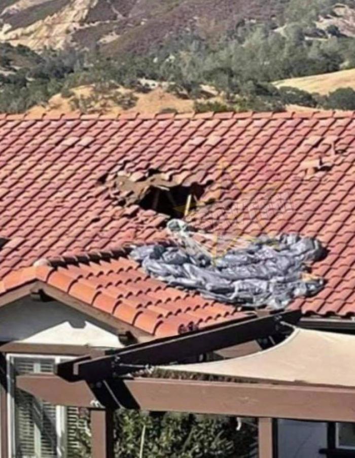 Un parașutist a ratat aterizarea și a căzut prin acoperișul unei case direct în bucătărie, în California
