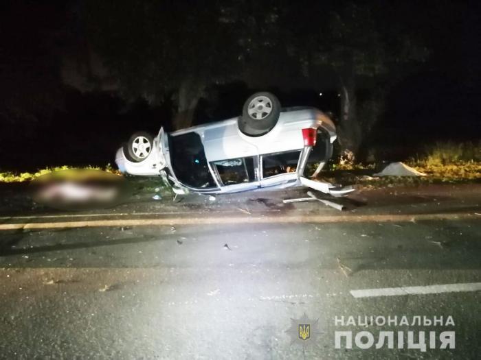 Volkswagen Golf cu 7 copii  înghesuiți în portbagaj, accident mortal pe un drum din Kiev. În maşină erau 16 oameni - VIDEO