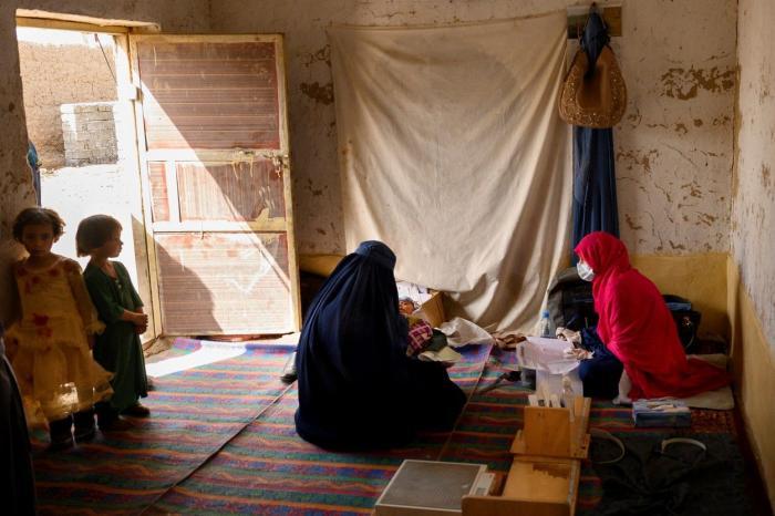 Femei cu hijab în Afganistan