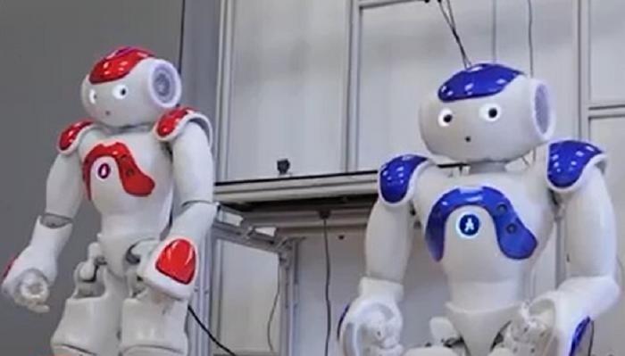 Realitatea virtuală, viitorul educaţiei de pretutindeni. La Cluj, trei roboţei duc deja ideea de învăţare la un alt nivel