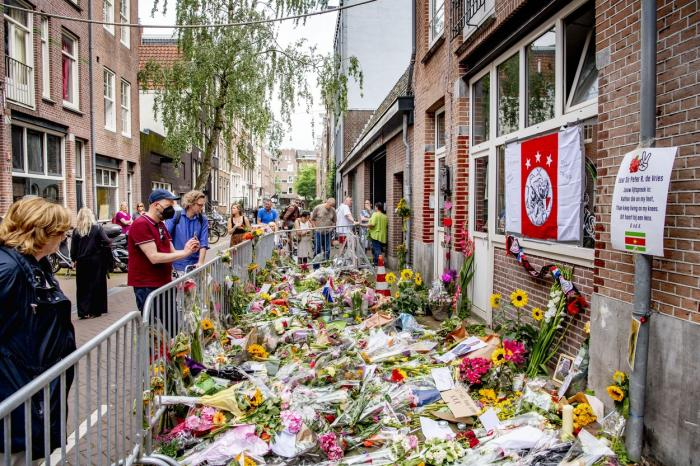 Altar de flori si lumânări pentru jurnalistul impuscat