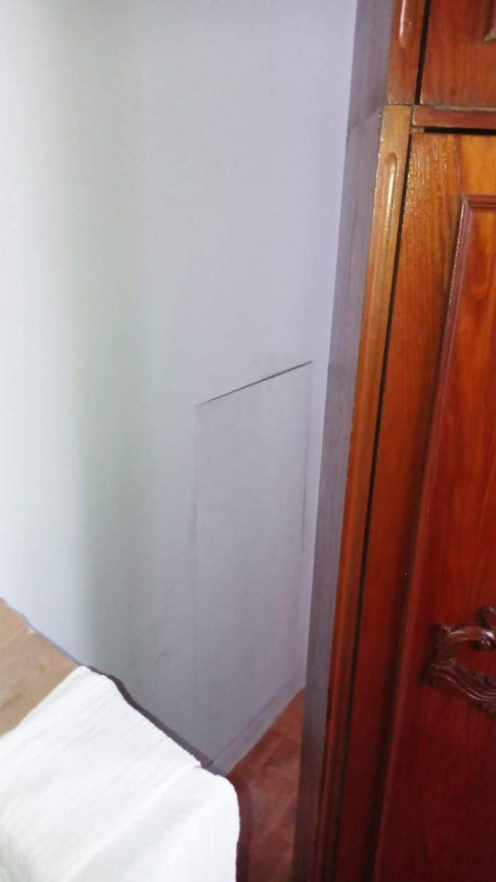 Gălățean urmărit internaţional pentru tâlhărie în Spania, găsit acasă la părinţi. Se ascundea după un perete fals