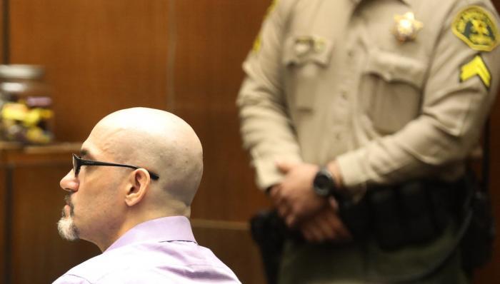 """""""Spintecătorul de la Hollywood"""", criminalul în serie care a ucis-o pe iubita lui Ashton Kutcher, în 2001, a fost condamnat la moarte"""