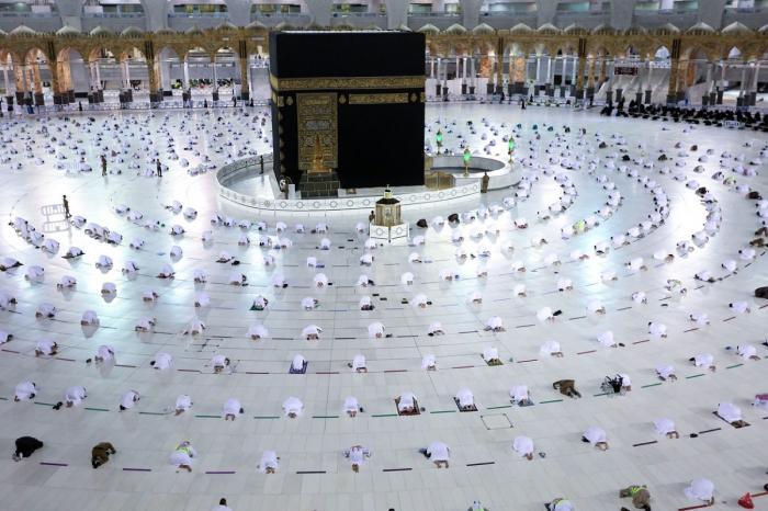 Zeci de mii de mulsulmani, la marele pelerinaj de la Mecca. Toţi sunt vaccinaţi sau imunizaţi de trecerea prin boală