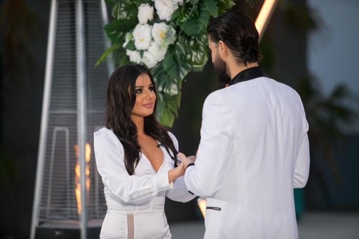 Ana a primit ultimul trandafir oferit de Burlacul Andi Constantin