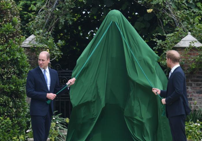 Statuia Prinţesei Diana, dezvelită de prinţul William şi prinţul Harry