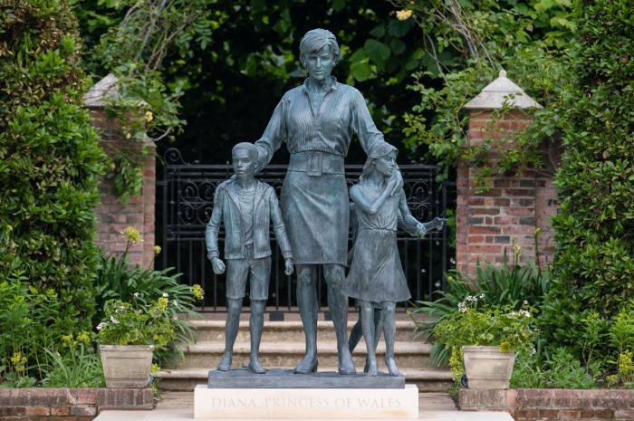 Statuia Prinţesei Diana