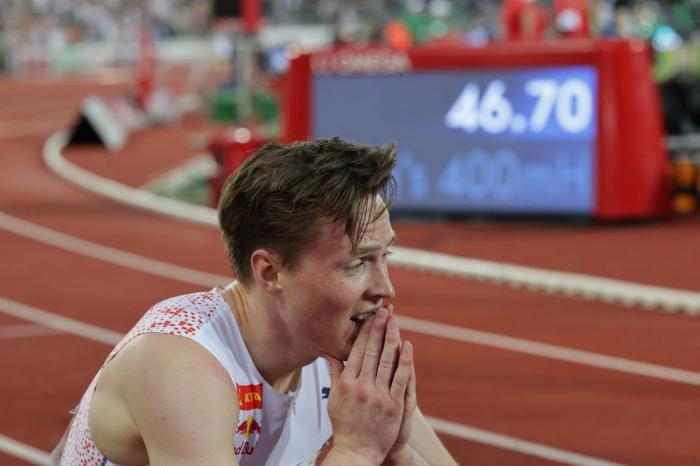 Recordul mondial la 400 de metri garduri a fost doborât