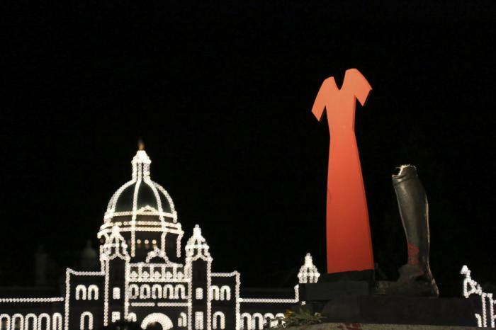Statuile reginelor Victoria şi Elisabeta a II-a au fos vandalizate în Canada