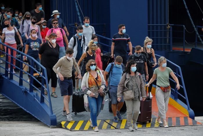 Mii de turiști din Grecia, împiedicaţi să se urce în feriboturi, către insule, pentru că nu aveau actele necesare