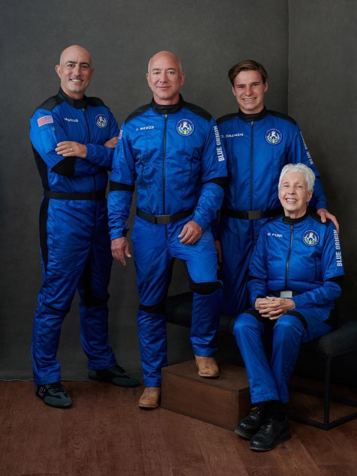 Jeff Bezos, cel mai bogat om din lume, pleacă azi în spaţiu. Lansarea rachetei New Shepard este LIVE, ora 16.00