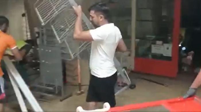 Continuă demolările la metrou. Noaptea trecută au fost puse la pământ chioşcurile de laEroilor