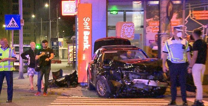 """Şofer inconştient, cu fiul de 2 ani în maşină, accident teribil într-o intersecţie din Târgu Mureş: """"Nu a acordat prioritate şi i-a împrăştiat pe acolo..."""""""