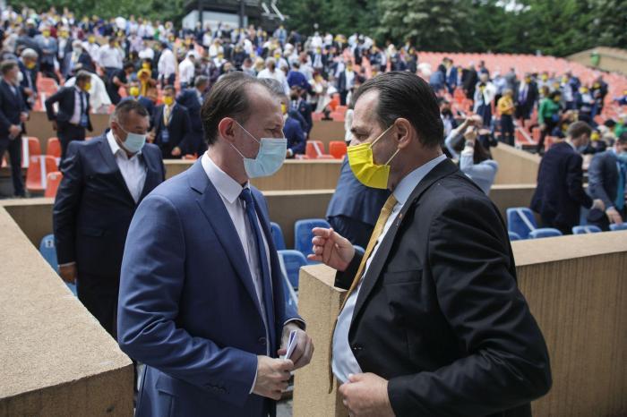 Cîţu şi Orban, întâmpinaţi cu proteste în Constanţa de elevii rămaşi fără transportul gratuit. Premierul a făcut noi promisiuni