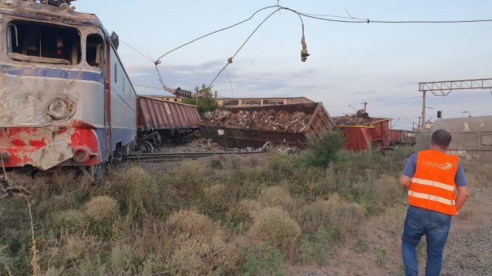 Două trenuri de marfă s-au ciocnit la Fetești. Cătălin Drulă: Se pare că mecanicul a adormit și era băut. Lista trenurilor spre litoral afectate