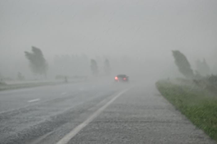 Grindină, ploi torențiale și vijelii puternice în 26 de județe. ANM a emis noi coduri galben şi portocaliu de vreme severă