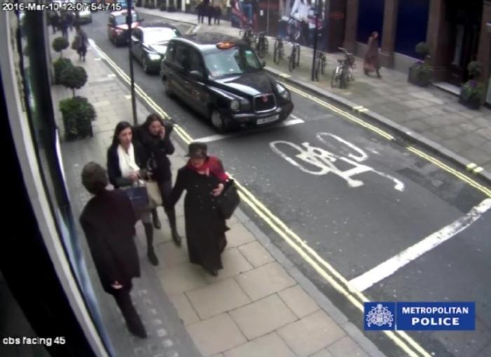 Jaful comis de bunicuța româncă în bijuteria din Londra a fost filmat. Lulu a furat diamante de milioane de euro şi le-a înlocuit cu pietricele din grădină
