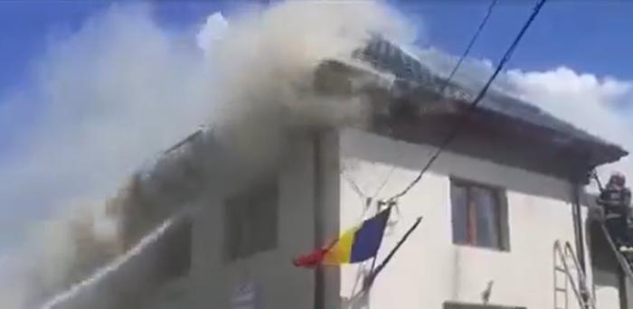 Un centru de vaccinare a luat foc în Dolj.Pompierii au reușit sa salveze dozele