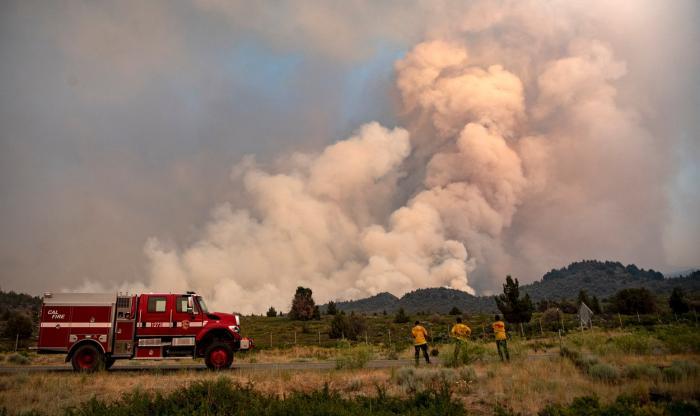 Imaginile dezastrului din California. Peste 3500 de oameni au fost evacuaţi, 155 de kilometri pătraţi de vegetaţie făcută scrum