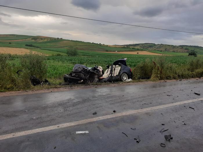 Accident cumplit în Cluj, impact devastator între un BMW şi un microbuz. Şapte oameni au ajuns la spital