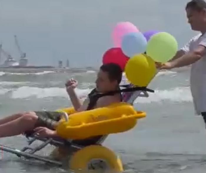 Turiştii cu dizabilităţi fizice au două plaje noi, amenajate special pentru nevoile lor, în Năvodari și Mangalia