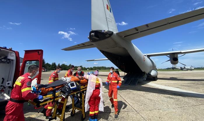 Cei doi bărbați răniţi grav în explozia de la Petromidia, transferaţi la o clinică din Germania cu o aeronavă MApN