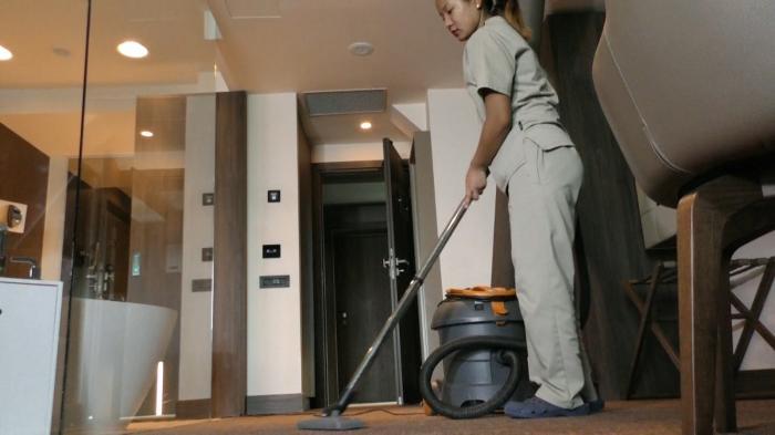 Statul vrea să taxeze activităţile casnice. Muncitorii vor fi plătiţi cu tichete de 15 lei, dar vor încasa doar 11,8 lei