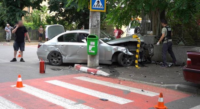 Un şofer cu doi copii în maşină a făcut prăpăd pe un drum din Dâmboviţa, după o urmărire cu poliţia