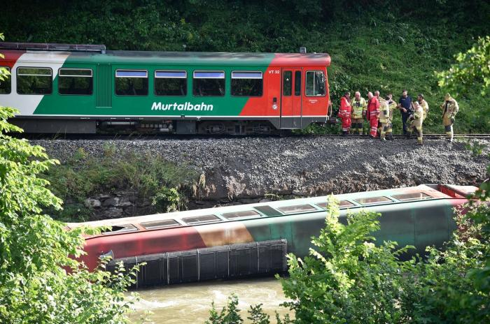 Un tren a deraiat  a căut într-un râu, în Austria