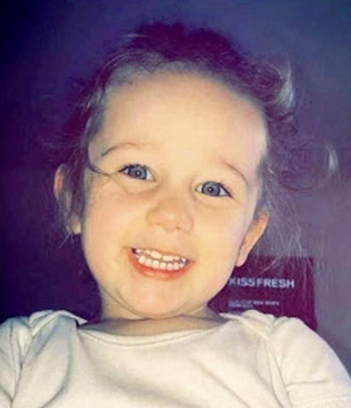 Mamă criminală, în lacrimi pe TikTok, după ce şi-a ucis fiica de trei ani pentru că i-a întrerupt o partidă de amor, în Anglia