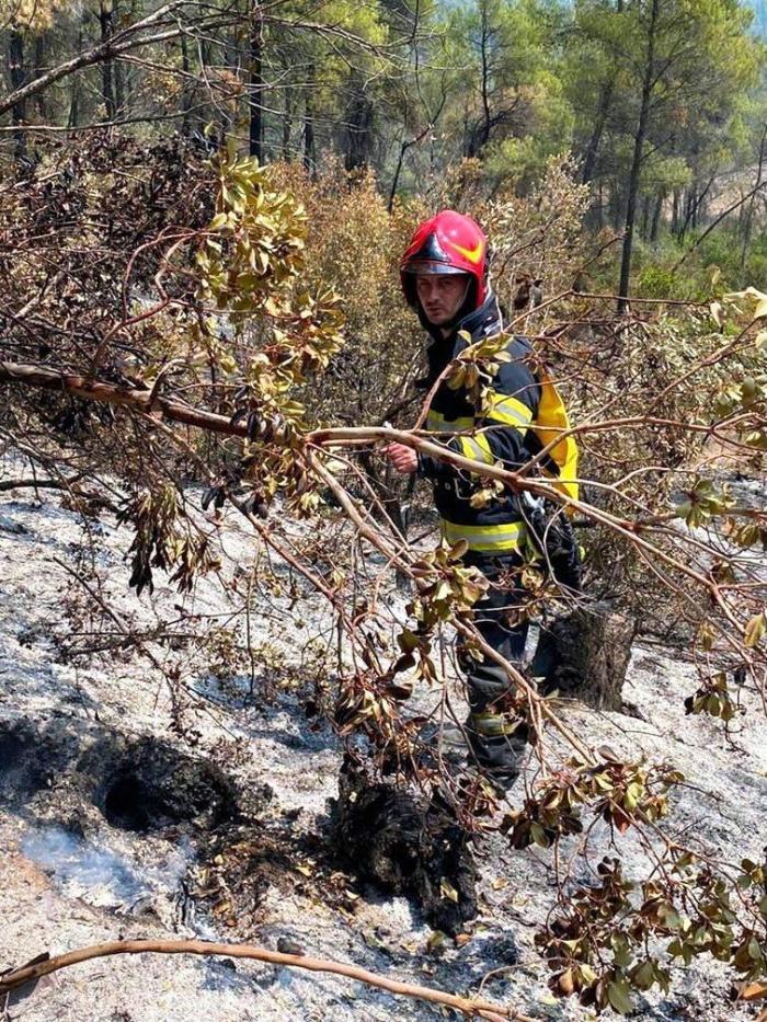 """Pompierii români, impresionaţi de gestul localnicilor greci: """"Ne-au aşteptat special să ne aplaude, am rămas uimiţi"""""""