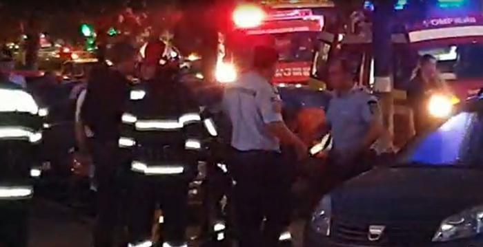 Filmul tragediei din Ploieşti: Cum au căzut gemenii de doi ani de la etajul 10. În momentul impactului, mama lor făcea live pe Facebook