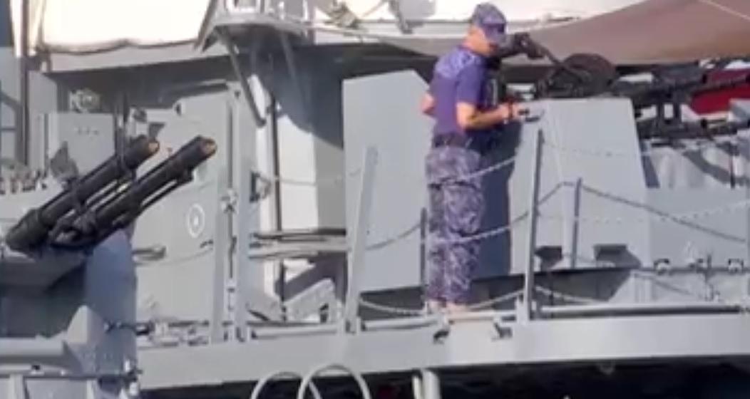 Ultimele pregătiri pentru Ziua Marinei. Turiştii se pot apropia de tehnica militară doar dacă sunt vaccinaţi sau fac dovada că au trecut prin boală