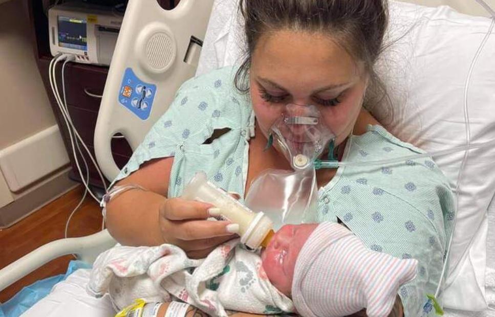 O mamă a murit de Covid la câteva zile după ce a născut, în SUA. Și-a putut ține bebelușul în brațe preț de câteva minute