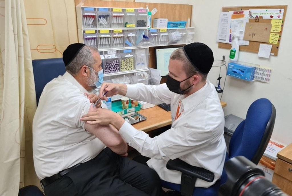 persoană vaccinată cu a treia doză, în Ierusalim