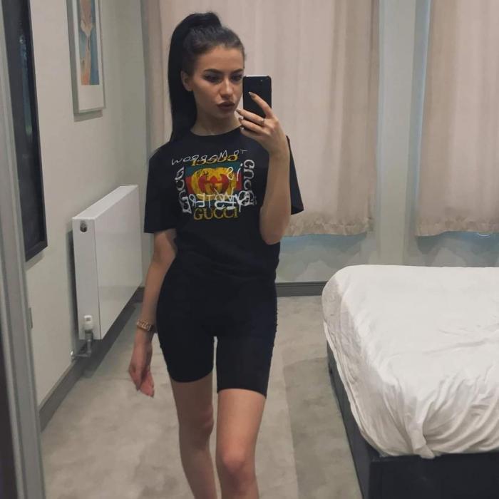 """Adela, o tânără româncă de 24 de ani, a fost găsită moartă într-o cameră de hotel din Londra: """"Iartă-mă că nu te-am salvat şi acum. Nu mi-o voi ierta niciodată!"""""""