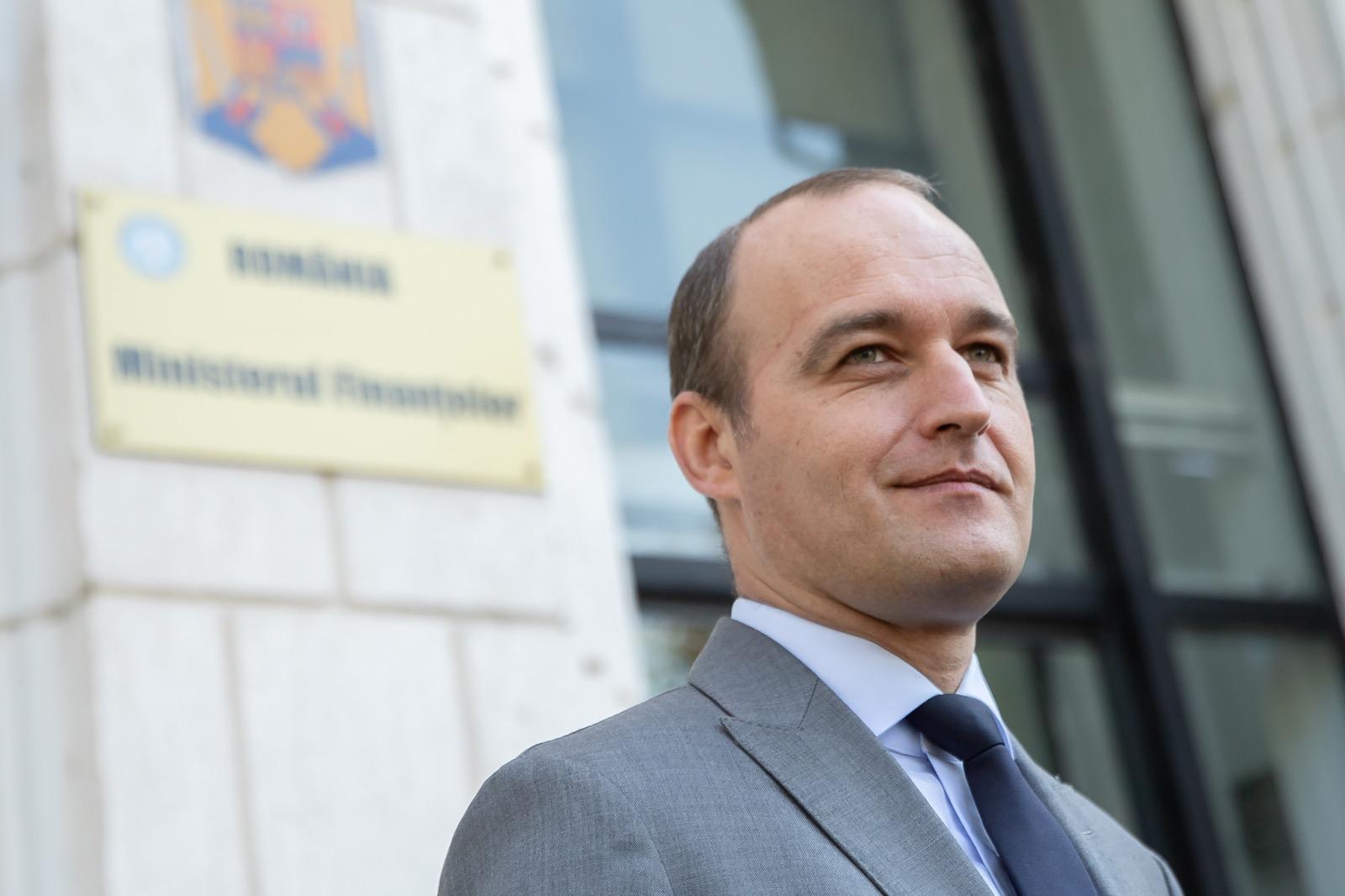 Dan Vîlceanu în faţa clădirii Ministerului Finanţelor, la preluarea mandatului