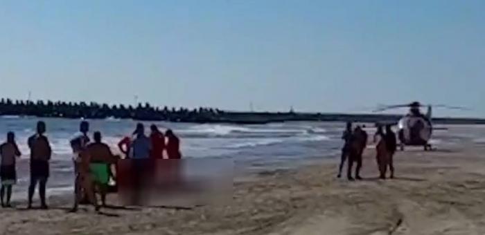 Un clujean e în stare critică, după ce a sărit în mare să-și salveze fiul de 12 ani. Bărbatul nu știa să înoate, iar curenții l-au tras în larg