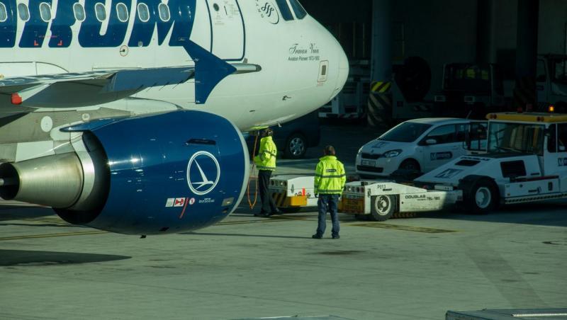 Incident grav de securitate pe Aeroportul din Suceava. Un pasager și amicul lui au ajuns la scara avionului fără să treacă prin filtrele de securitate