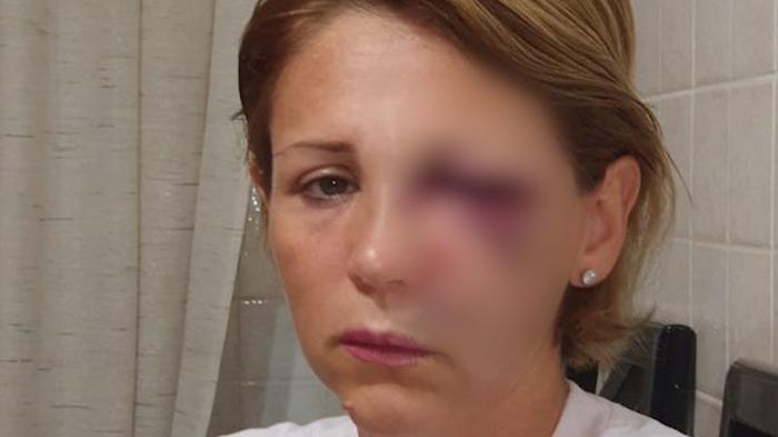 O româncă a fost bătută într-un supermarket din Italia