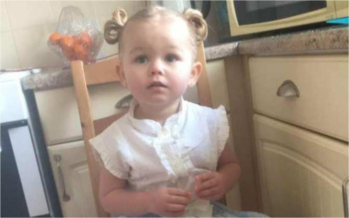 """Lacrimi pentru fetița de doi ani care a murit carbonizată în rulota în care îşi petrecea vacanţa alături de familie, în Marea Britanie. """"Era bebelușa familiei"""""""