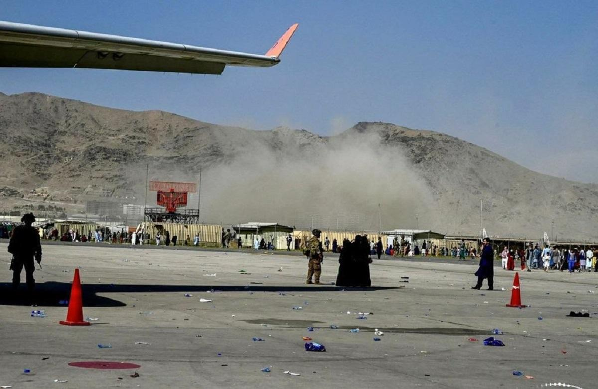 Primele imagini după dublul atentat sinucigaș din Kabul. Sunt cel puțin 11 morți, bilanțul ar putea crește rapid