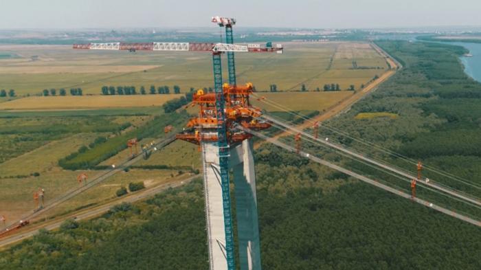 Politicienii merg în pelerinaj la podul de peste Dunăre de la Brăila. Drulă, ministrul Transporturilor, şi Dan Barna au întârziat o oră