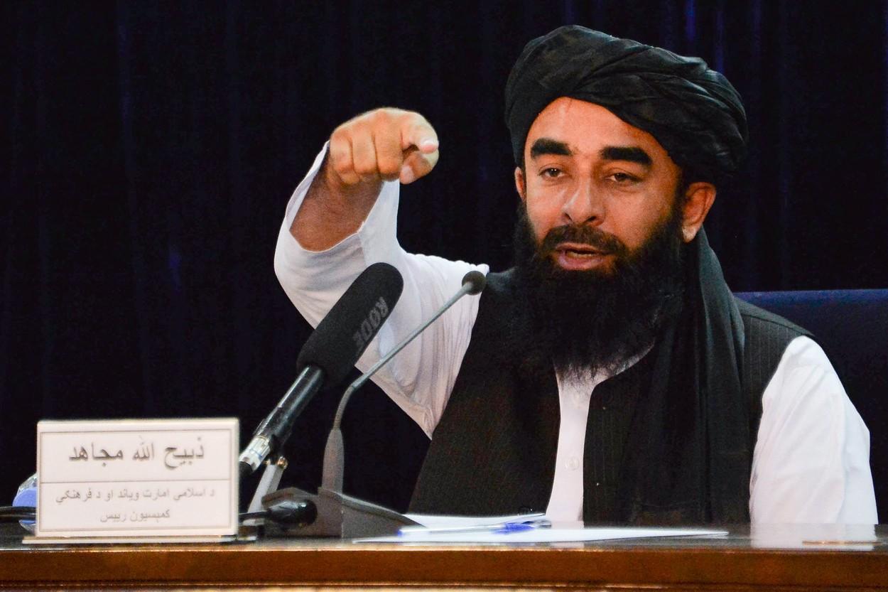 Talibanii ies la lumină și au început să-și arate fețele, pe Twitter. Ce urmăresc insurgenții