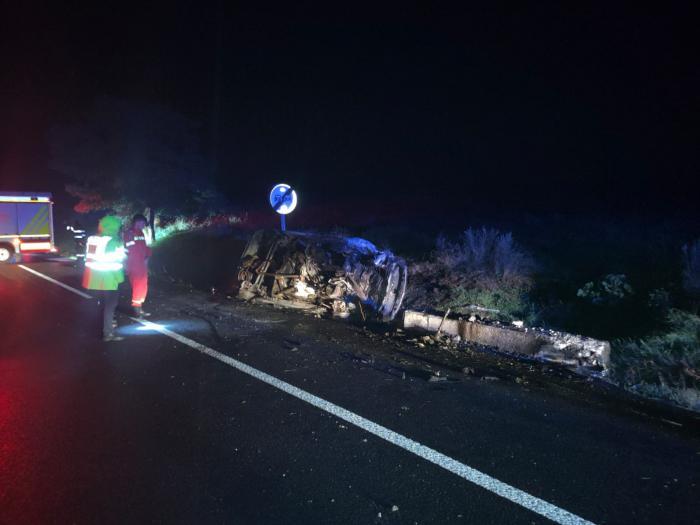 Un tânăr a ars de viu la volanul mașinii, după un accident cumplit între Lețcani și Podu Iloaiei. Pasagerul de 28 de ani a fost aruncat prin parbriz