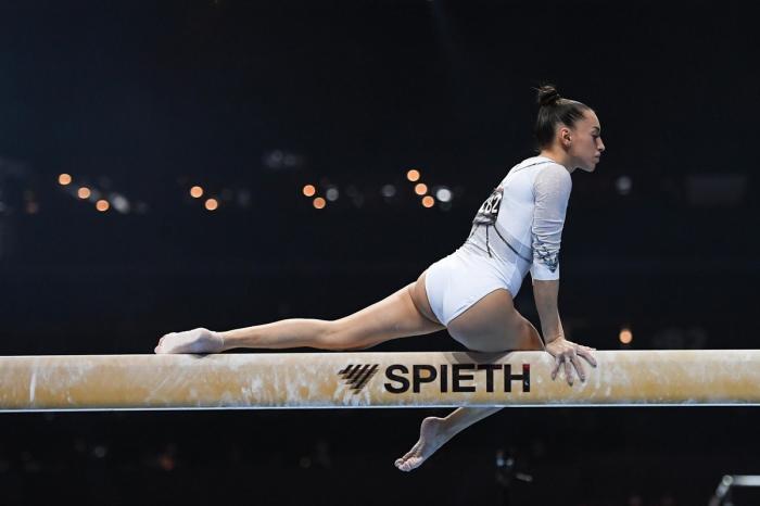 Larisa Iordache şi-a anunţat retragerea din finala olimpică de la bârnă