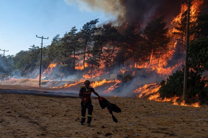 Antalya și Mugla, devastate de cele mai mari incendii din ultimul deceniu. Un sat întreg a fost făcut scrum în doar 15 minute