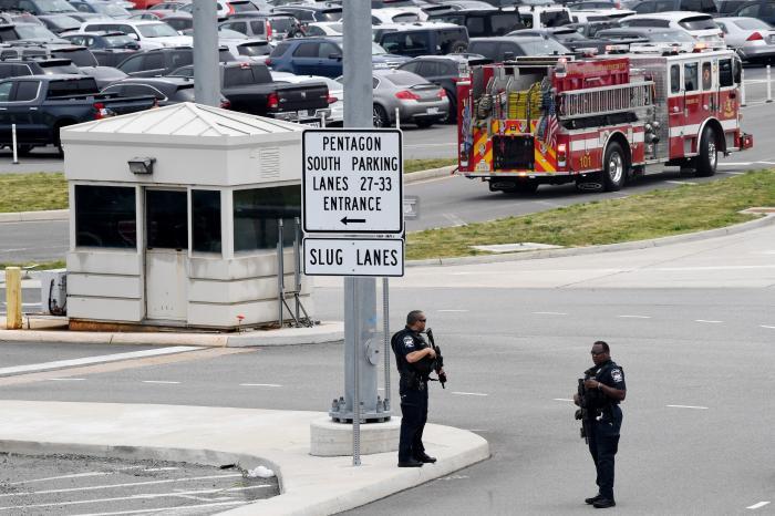 Atac armat lângă Pentagon. Un polițist și atacatorul au fost uciși, iar mai multe persoane au fost rănite